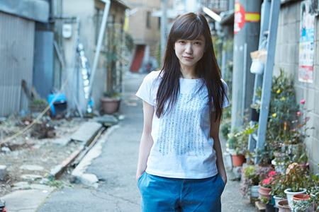 『かわいいだけじゃない私たちの、かわいいだけの平凡。』Tシャツ(写真:東谷忠、モデル:ゆきな、AD:佐山太一)