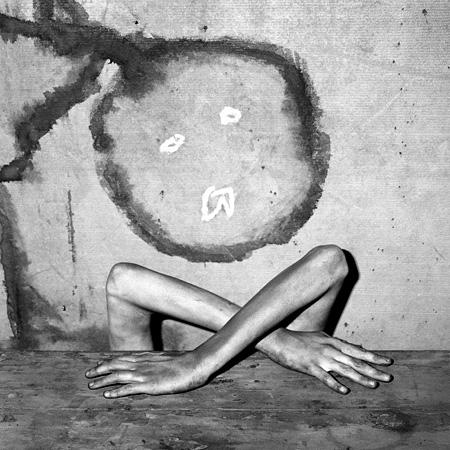 ロジャー・バレン『擬態』、2005 ©Roger Ballen