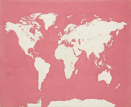 青山悟『Map of the World (Dedicated to Unknown Embroiders)』 2013 ポリエステルにポリエステル糸と蓄光糸で刺繍/Embroidery (polyester and luminous thread) on polyester 撮影:宮島径 / photo by MIYAJIMA Kei ©AOYAMA Satoru Courtesy Mizuma Ary Gallery