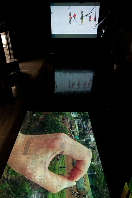 蓮沼執太展『音的→神戸|soundlike 2』(2013年)展示風景 撮影:福永一夫 写真提供:神戸アートビレッジセンター