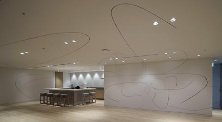 鯨津朝子『seventeen lines』 2013 Installation view at Culture Convenience Club / Head Office Photo: 早川宏一