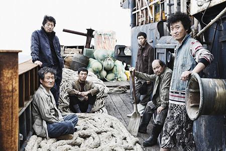 『海にかかる霧』 ©2014 NEXT ENTERTAINMENT WORLD Inc. & HAEMOO Co., Ltd. All Rights Reserved.