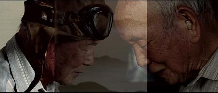 小泉明郎『二重投影 #1/Double Projection #1』 2013年 2チャンネルヴィデオ Courtesy of the artist and Annet Gelink Gallery