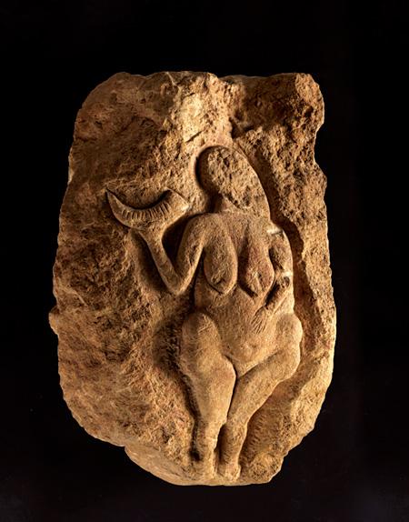 『角を持つヴィーナス(ローセルのヴィーナス)』25000年前頃 アキテーヌ博物館 ©Musée d'Aquitaine - Mairie de Bordeaux. Cliché L. Gauthier
