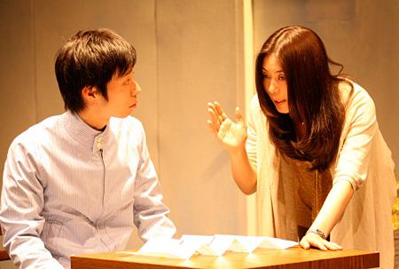 『プランクトンの踊り場』(2010年)左から浜田信也、岩本幸子 撮影:田中亜紀