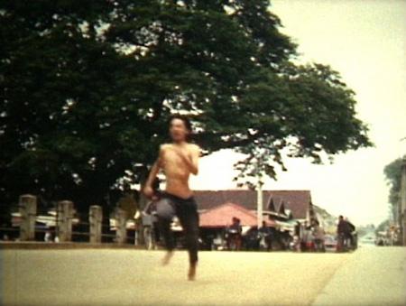 『極東のマンション』 2003、32分、8mm、カラー(構成・撮影・編集:真利子哲也)