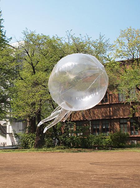 『気球の人』 ©Yasuhiro Suzuki