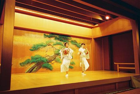 花代と点子が共演した『胡蝶』公演風景 2014年