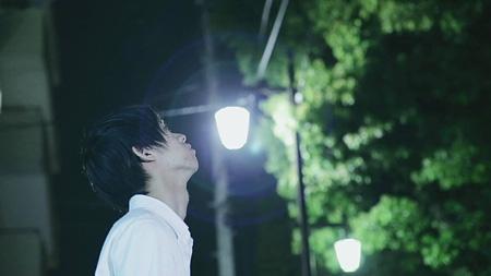 """蟲ふるう夜に""""同じ空を見上げてた featuring GOMESS""""PVより"""
