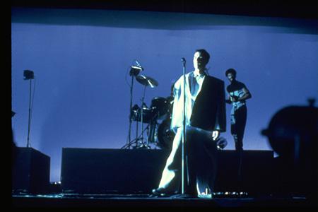 『ストップ・メイキング・センス』 ©1984 Talking Heads Films. All Rights Reserved.