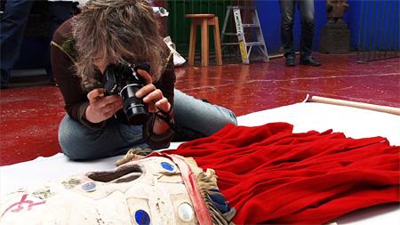 『フリーダ・カーロの遺品 -石内都、織るように』©ノンデライコ2015