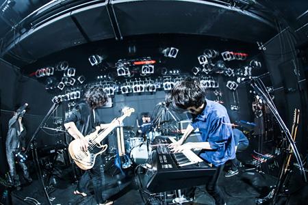 """2015年5月15日に東京・原宿アストロホールで開催された『深海と空と""""星""""の駅 vol.2』から感傷ベクトルによるライブの模様 撮影:西槇太一/Taichi Nishimaki"""