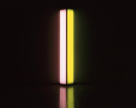 ダン・フレイヴィン『無題(親愛なるマーゴ)』1986年、黄色蛍光灯、ピンク蛍光灯、244.0×41.0 x 20.5cm、国立国際美術館 ©Stephen Flavin / ARS, New York / JASPAR, Tokyo E1582
