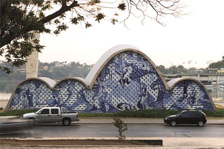 オスカー・ニーマイヤー『サン・フランシスコ・デ・アシス教会』 撮影:Leonardo Finotti