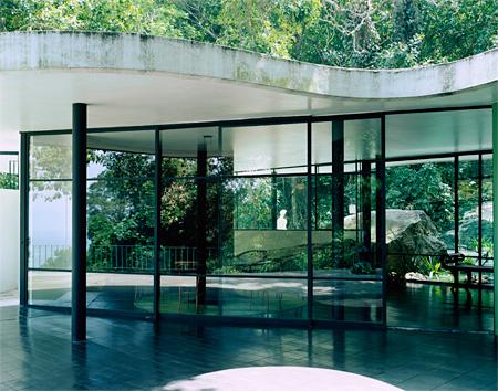 オスカー・ニーマイヤー『カノアスの邸宅』 撮影:Takashi Homma 2002年