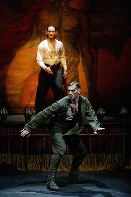 『兵士の物語』2004年 英国ロイヤルオペラハウス リンバリースタジオ上演時舞台写真