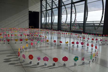 アレグザンドラ・ダン『Dancing Solar Flowers』2015 会場:Gallery Oldham(Manchester,United Kingdom)