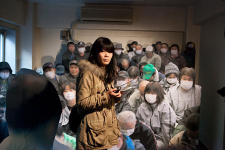 高山明『光のない II(原作:E・イェリネク「福島‐エピローグ?」)』2012 ツアーパフォーマンス
