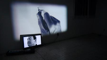 小泉明郎『アナザー・ビジョン(ファン・パブロ)』2012 サイト・スペシフィック・ヴィデオ・インスタレーション