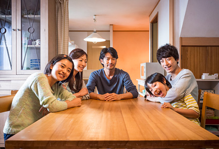 『at Home アットホーム』 ©映画『at Home』製作委員会