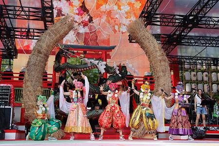 ももいろクローバーZ 2015年8月1日に静岡・エコパスタジアムで開催された『桃神祭2015 エコパスタジアム大会』より Photo by HAJIME KAMIIISAKA+Z