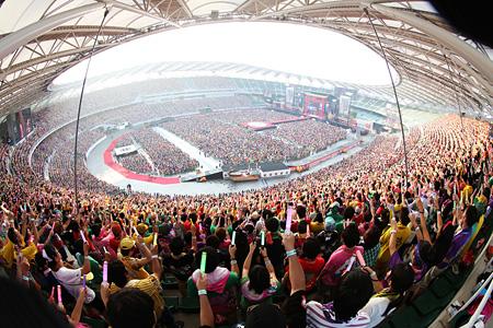 2015年8月1日に静岡・エコパスタジアムで開催された『桃神祭2015 エコパスタジアム大会』より Photo by HAJIME KAMIIISAKA+Z