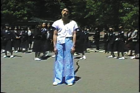 会田誠『上野パンタロン日記』1990 ビデオ(1分10秒) ©AIDA Makoto Courtesy Mizuma Art Gallery