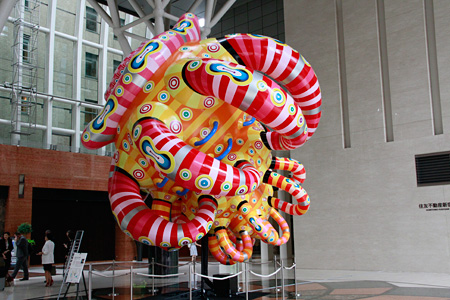 河口洋一郎『呼吸する巨大宙貝 Shecco』 2014 ©Yoichiro Kawaguchi