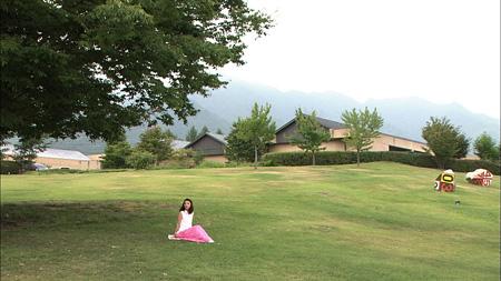 安曇野ちひろ美術館を訪れた田中麗奈『日曜美術館』より(画像提供:NHK)