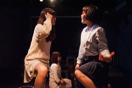 キ上の空論『金曜日、白井家の場合~せいのでインを踏め!~』撮影:三宅英正 2015年2月-5@新宿眼科画廊スペース地下