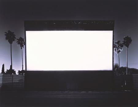 杉本博司『ローズクラン ドライブインシアター、パラマウント』 1993年 42×54cm ゼラチンシルバープリント ©Hiroshi Sugimoto / Deutsche Bank Collection