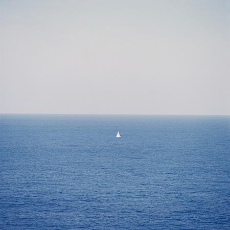 篠山紀信『晴れた日』2013年 リトグラフ イメージサイズ 280×280mm ©2013 Kishin Shinoyama courtesy of hiromiyoshii