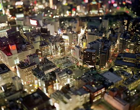 "本城直季『東京 日本』2002年 chromogenic print 509×610mm Naoki Honjo,""Tokyo Japan"" 2002 ©Naoki Honjo"