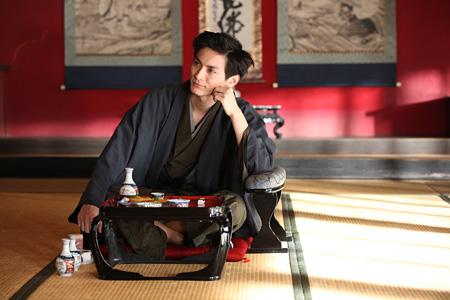 『蜜のあわれ』より、アクタガワ役を演じる高良健吾