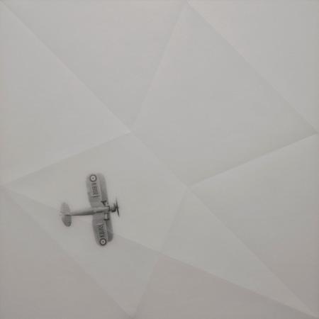山下工美『紙コップ』2015 ポリカーボネート・シート、鉛筆 600×600mm