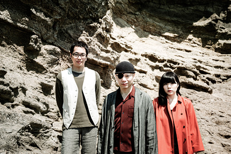 左から松井周、伊藤キム、稲継美保 写真©momoko japan