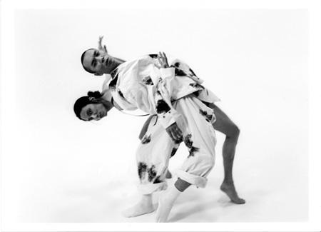 『原色衝動』に出演する白井剛とキム・ソンヨン Photos by Nobuyoshi Araki