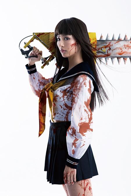 映画『血まみれスケバンチェーンソー』で鋸村ギーコ役を演じる内田理央