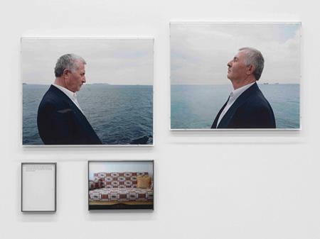 『最後に見たもの−盲目の人とソファ』2010年、カラー写真、テキスト、額 ©Sophie Calle / ADAGP, Paris 2015, Courtesy Gallery Koyanagi; Galerie Perrotin Photo: André Morin