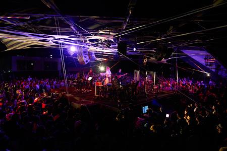 2015年9月12日『大地の芸術祭 2015 YEN TOWN BAND @NO×BUTAI produced by Takeshi Kobayashi』より カメラマン:Yoshiharu Ota