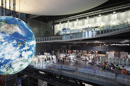日本科学未来館 Geo-Cosmosと3階常設展示