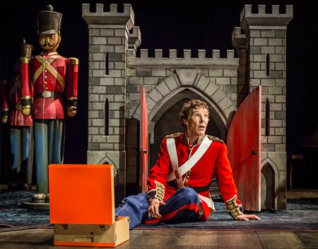 舞台『ハムレット』より 撮影:Johan Persson