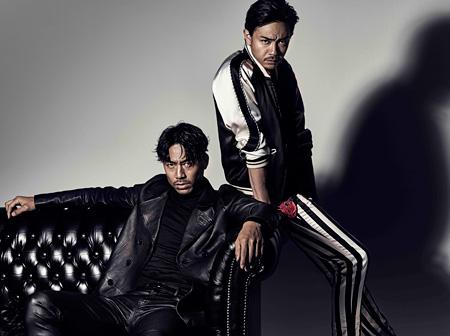 左からムゲンのメンバーを演じるAKIRA、青柳翔