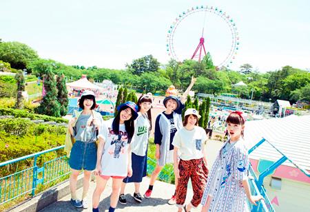 lyrical school(左から3番目がhina)