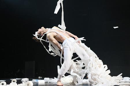 『ハラホロヒレハレ』東京芸術劇場シアターイースト 2014年12月27日公演風景 撮影:HARU