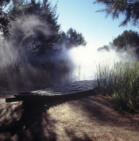 中谷芙二子『砂漠の霧微気象圏』(オーストラリア国立美術館・彫刻庭園、キャンベラ)(参考図版)