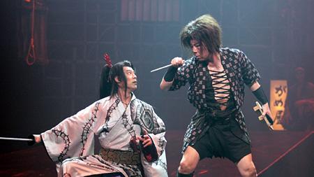 ゲキ×シネ『蜉蝣峠』 ©2010 ヴィレッヂ/劇団☆新感線