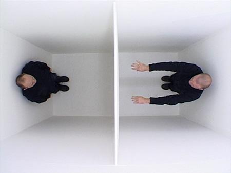 ジョン・ウッド&ポール・ハリソン『26(ドローイングと落下物)』2001年