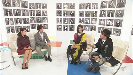 左から片山千恵子、ジョン・カビラ、ブルボンヌ、レスリー・キー 『サキどり』より