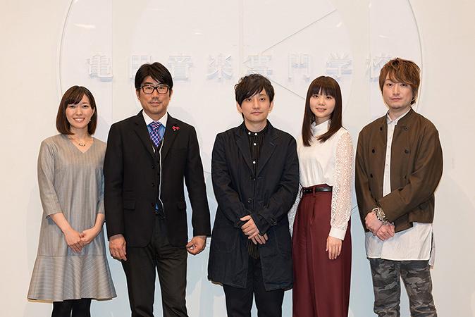 左から中村慶子アナウンサー、亀田誠治、いきものがかり